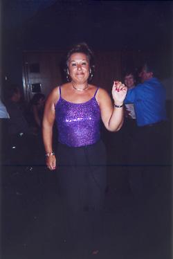 Y claro, después de tanta copa no podia faltar un poco de meneito, y que mejor indumentaria para este evento que la mostrada por Rosa Pujol...