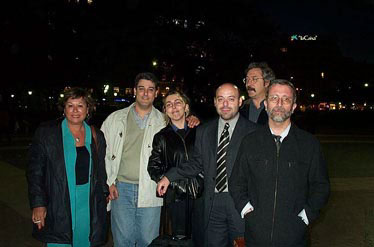 Quedamos en Plaza Catalunya, como casi siempre. De izquierda a derecha tenemos a Rosa Pujol, Miguel Ángel Díaz, Luz, Victor Rivas, Jaume Vivó y Manuel Crenes