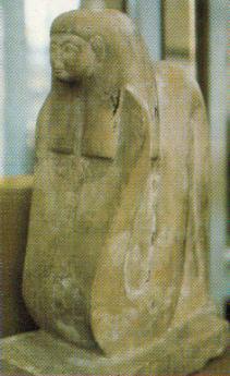 Figura 5. Estatua de culto de la diosa Merytseguer como serpiente antropocéfala. Museo Egipcio de Turín