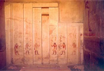 Mastaba de Ajtihotep y Ptahhotep (II) Thefi. (D 64). Puerta falsa situada al oeste de la sala de ofrendas de Ajtihotep