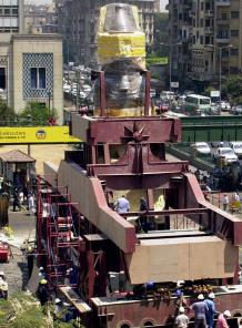 Ramsés II sale del centro del Cairo para descansar junto a las Pirámides