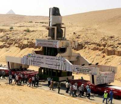 Trasladan con éxito el coloso Ramsés II a la zona de las pirámides