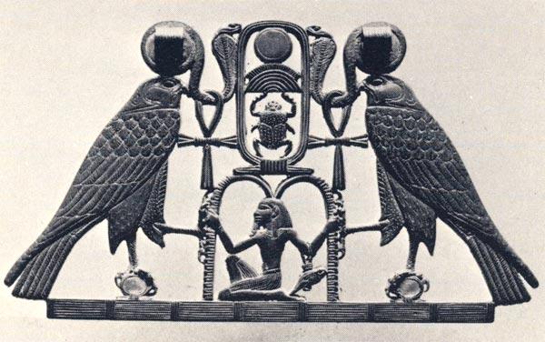 Fig. 2. Reverso del pectoral. G. BRUNTON, Lahun I. The Treasure, Londres, 1920, Pl. VI