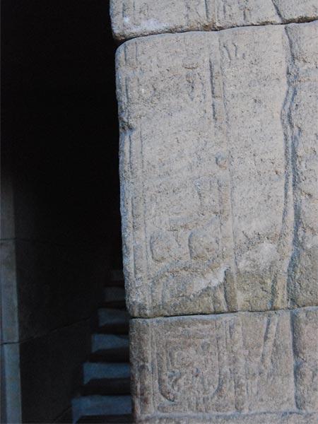 Relieves de la parte derecha de la escalera