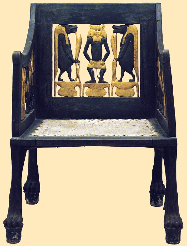 Fig. 1. Vista general de la silla de los íbices. A. MAHMOUD, Chair from tomb of Yuya and Tuya en el catálogo de la exposición The Quest for Immortality. Treasures of Ancient Egypt (ed. E. HORNUG y B.M. BRYAN), 2002, pp.122