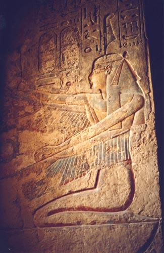 Fig. 3. Maat alada en la tumba de Ramsés III. Valle de los Reyes. Foto. S. Alegre