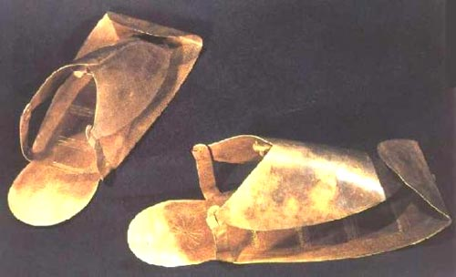 Figura 5. Sandalias de Psusennes I