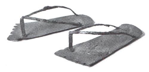 Figura 10. Sandalias de plata. Museo de Berlín