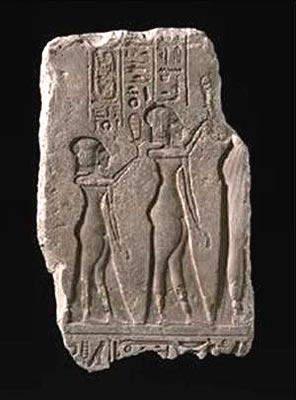 Nefertiti y dos de sus hijas. Estela limítrofe S. Museum of Fine Arts, Boston 1992.1992.18