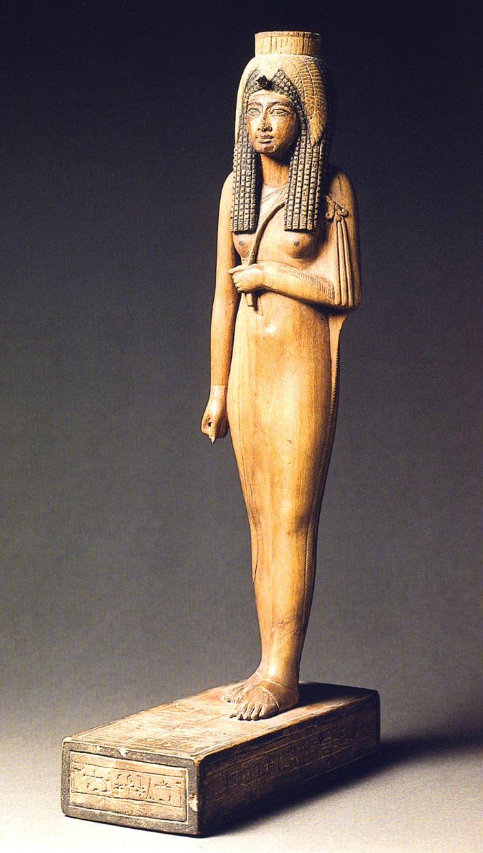 Foto 1. Talla de Ahmes-Nefertari conservada en el Louvre. Foto en catálogo de la exposición Les artistes de Pharaon. Deir el-Médineh et la Vallée des Rois, París, 2002, p. 261