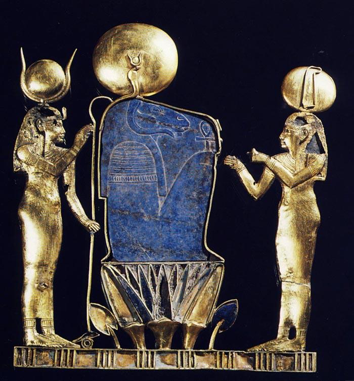 Foto 1. Pectoral de la reina Kama H. STIERLIN, L'or des pharaons, París, 1993, p. 204