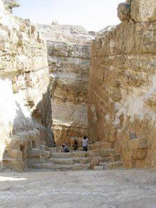 Ruinas de la entrada a la cuarta pirámide en Giza