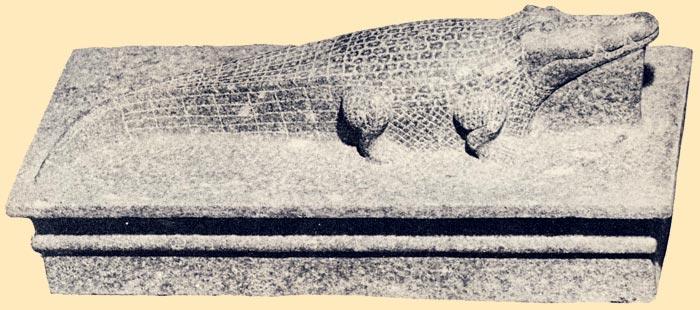 Foto 2. En esta imagen se puede apreciar la curvatura de la cola del cocodrilo. Foto en Guide du Musée d'Art Egyptien Ancien de Luxor, El Cairo, 1978, p. 7