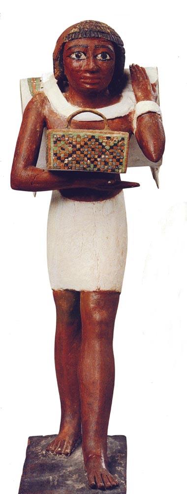Fig. 2. Vista frontal del portador de la mochila. Foto en Tesoros egipcios de la colección del Museo Egipcio de El Cairo (obra coordinada por F. TIRADRITTI), Barcelona, 2000, p. 100.