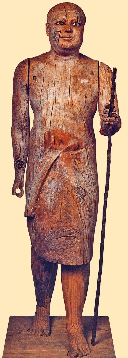 Fig. 1. Kaaper. Vista frontal. Foto en Tesoros egipcios de la colección del Museo Egipcio de El Cairo (obra coordinada por F. TIRADRITTI), Barcelona, 2000, p. 74.