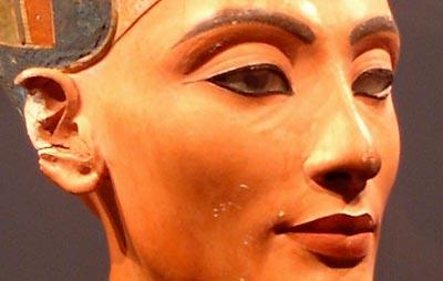 Nefertiti se quedará en el Museo Egipcio de Berlín, según antiguo director