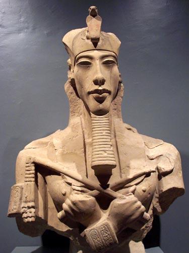 Foto 7 - Busto de Akenatón, faraón monoteísta y padre de Tutankamón