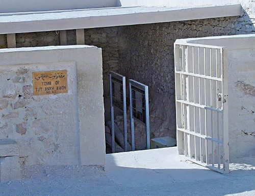 Foto 12 - Entrada de la tumba KV62