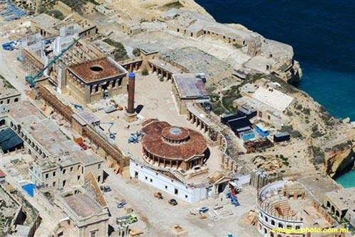 Fotos 6. Vistas de los gigantescos decorados levantados en Malta para el rodaje de Ágora. Ver en http://www.lashorasperdidas.com/index.php/2008/04/07/nuevas-imagenes-de-agora/