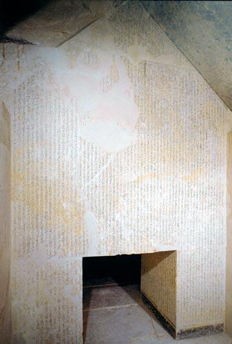 Fig. 10. Cámara funeraria de Unas en Saqqara (hacia 2350 a. C.). Foto Susana Alegre García.