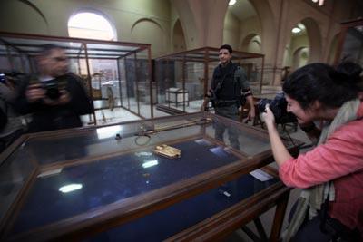 Comienzan la restauración de antigüedades dañadas en El Cairo