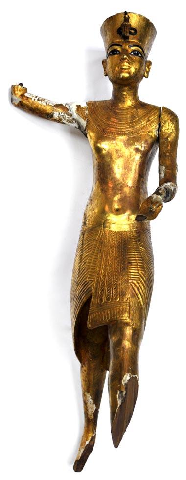 Fig. 15. Vista frontal de la estatuilla tras ser recuperada después del robo. Ver en: luxortimesmagazine.blogspot.com/2011/04/four-of-egyptian-museum-missing-objects.html