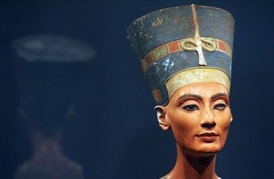 Berlín dedica una muestra a los cien años del hallazgo del busto de Nefertiti