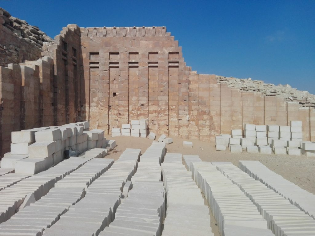 muro-cobras-saqqara