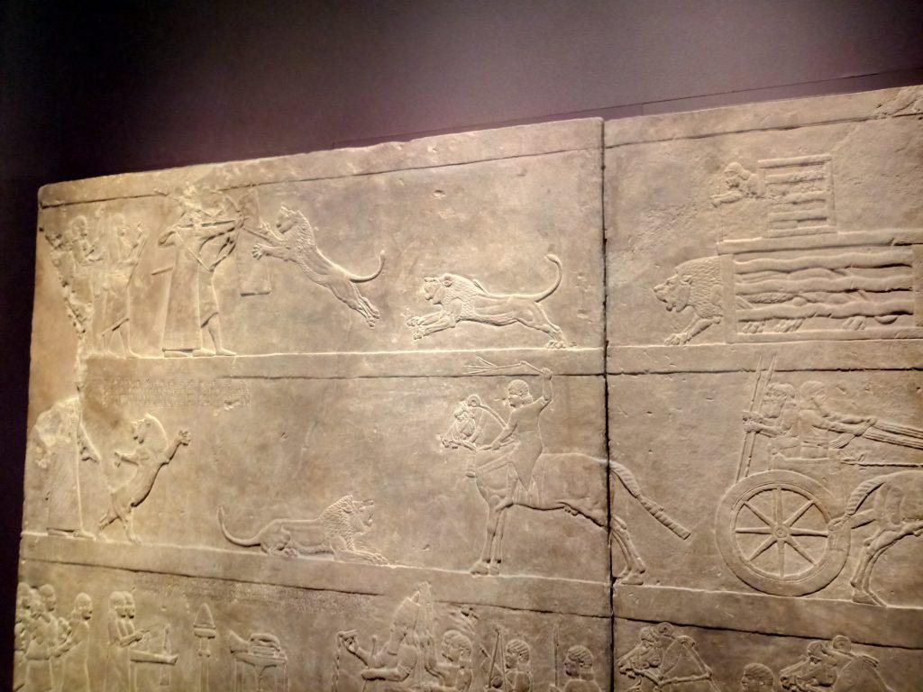 Asurbanipal cazando leones