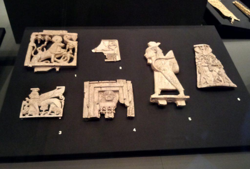 Piezas de márfil con influencia egipcia