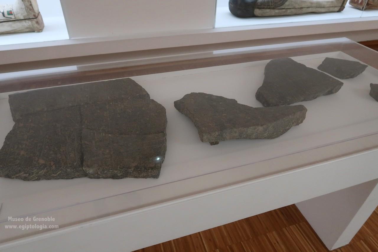 fragmentos-amenhotep-hapu-sarcofago