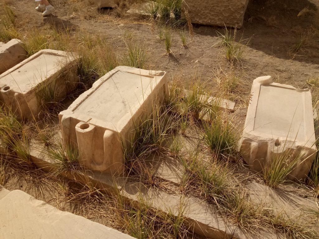 Mesas de libaciones o sacrificio